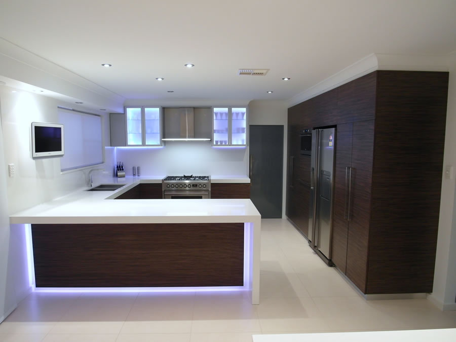 AFTER Chipping Norton Renovation, Timber Veneer kitchen with electronic push open drawers